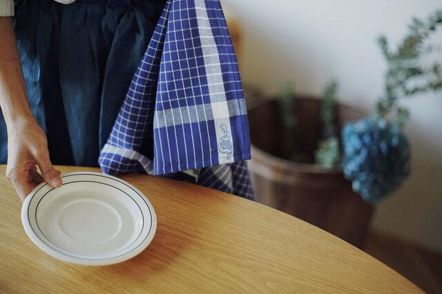 耐久性に優れた厚手のコットン100%。ひらりとしたスカート姿のオリジナルキャラクター「イヤマちゃん」が、端にちょこんと織り込まれているのがポイントです。