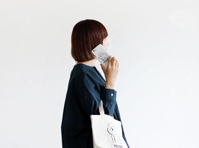 8d2c4072c7 電話やメールなどiPhoneを手に取るたびに、わんこがバッグから顔を覗かせます。 大きく描かれたイラストは、きっと皆の注目を集めるはず!