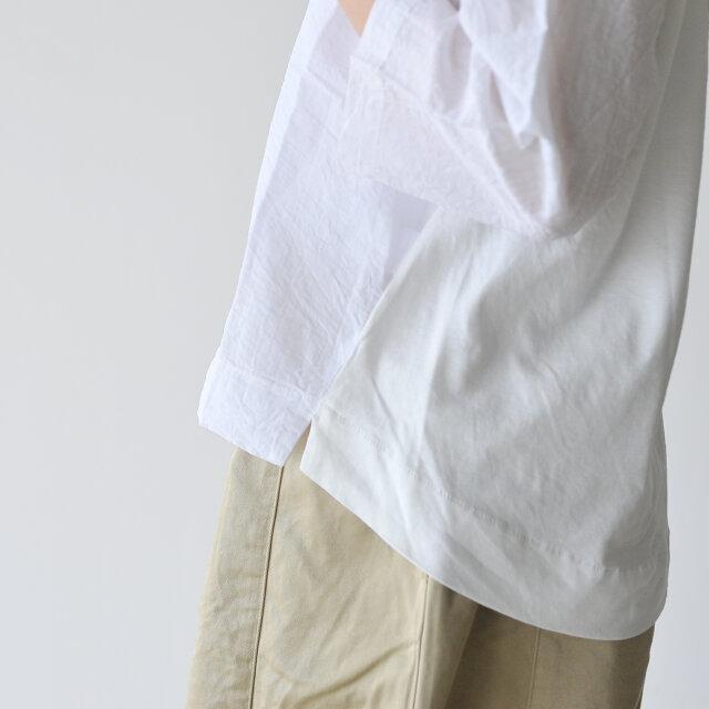 フェミニンな印象の前後で差をつけた裾デザインは、さりげなく体型もカバーしてくれます。