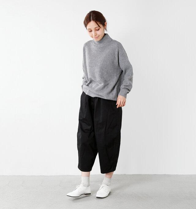 model yama:167cm / 49kg color : white / size : 25cm   パンツやワンピース、スカートなど、どんなスタイルにも合わせやすいシンプルなレザーシューズは、一足持っておきたいですね。