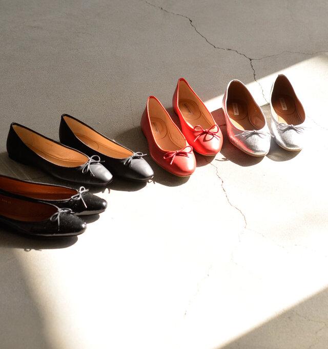 足にフィットするように造られた形のバレエシューズ。可愛らしさと履きやすさ。いいトコ取りのアイテムです♪