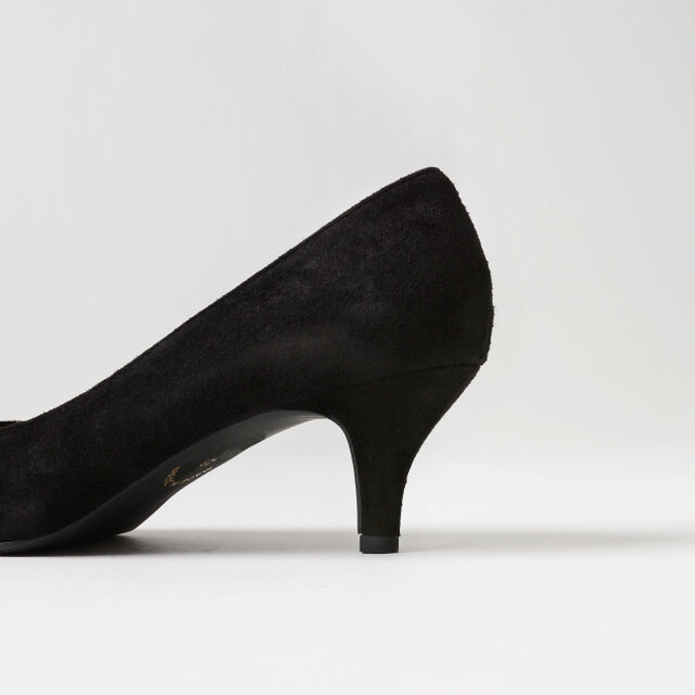 スタイルアップしつつも長時間歩きやすい、絶妙な高さの5.5cmヒール。