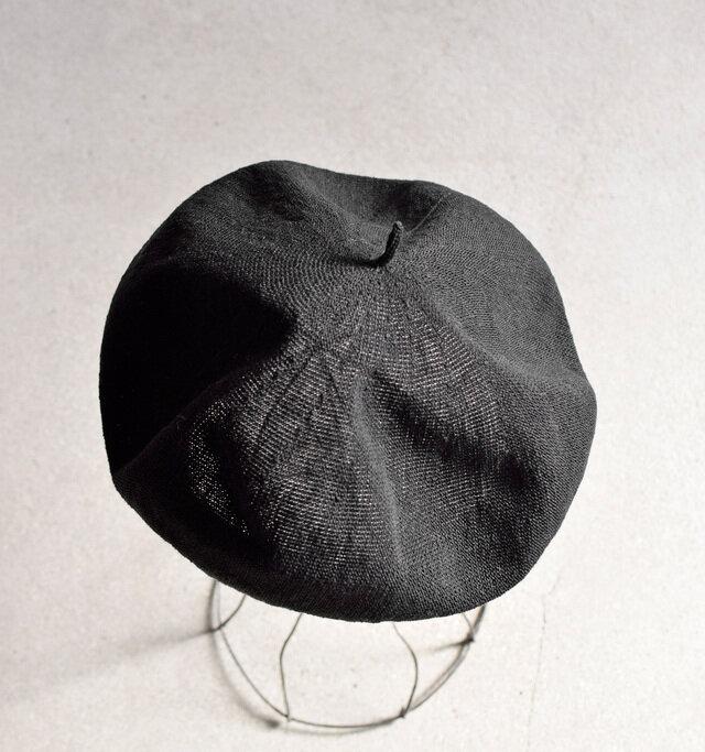 ころんとした丸みとボリュームが可愛らしいベレー帽。