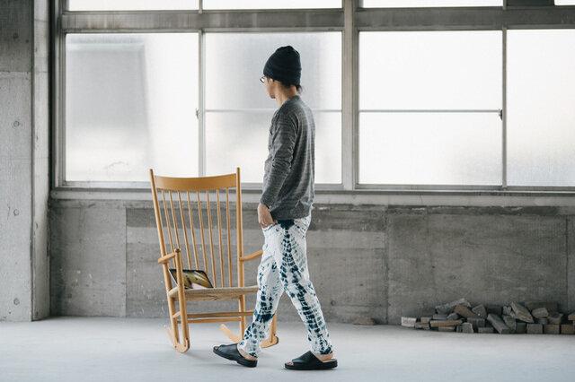 モデル:身長176cm 藍柳絞り Mサイズ着用。
