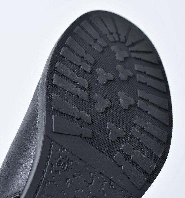 アウトソールはグリップ力の高いラバーが張られていて雨の日も安心です。