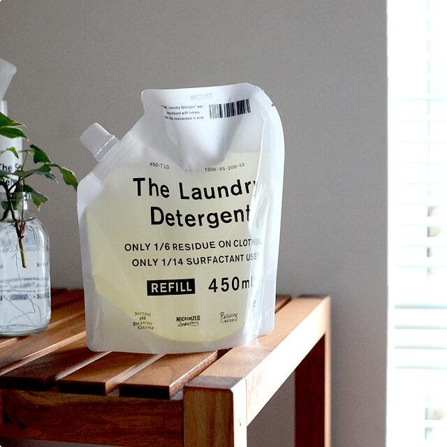 大手他社洗濯洗剤が洗濯1回につき平均13円なのに対し、THE 洗濯洗剤は25円。 少し高いかなと思うかもしれませんが、柔軟剤やデリケート衣料用洗剤などをあれこれ買い揃えなくてもすむことや、環境負荷への配慮も考えると納得の価値がある、おすすめ洗剤です。 また、より経済的でエコな詰め替え用もあるので、使い続けやすいのも嬉しいですよね。  汗染みや食べ物汚れには、同じTHEシリーズの漂白剤をご用意しています。