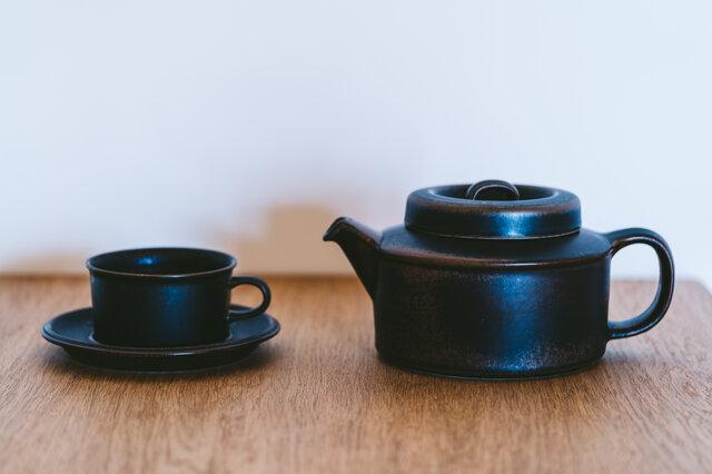 厚みがあるので保温性も◎。陶器製の茶こし付きなので、毎日のティータイムで活躍してくれますね。