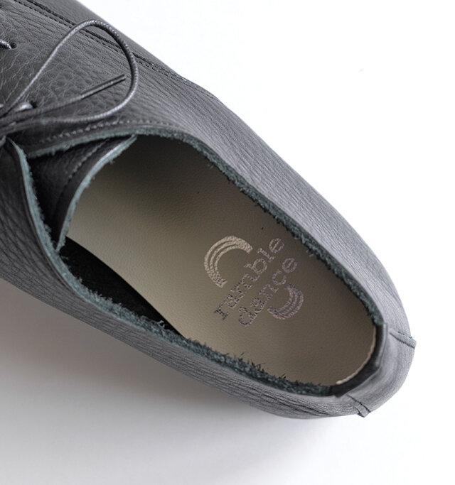 クッション性のあるインソールを採用し、脚の負担を軽減してくれます。インソールのデザインは2種類あり、アソートとなります。