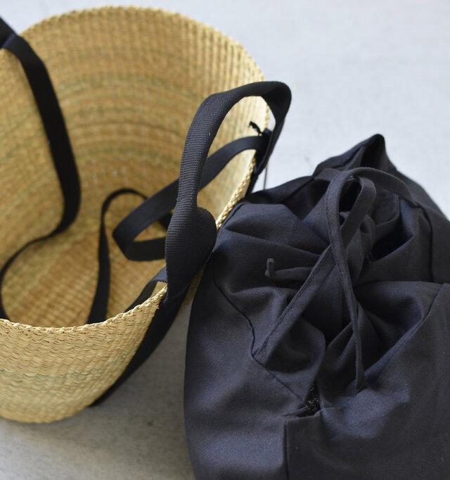インナーバッグを外してそのままカゴだけで使うこともできます。十分にマチがあり横長の入れ口が広いデザインなので、取り出しやすく荷物がたっぷりと入るところも人気です。