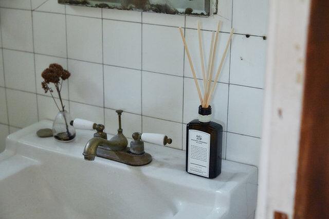 一方で、レストルームなどの密室に置くのもおすすめです。その部屋に入ると楽しめる香りで、メリハリをつけることができます。