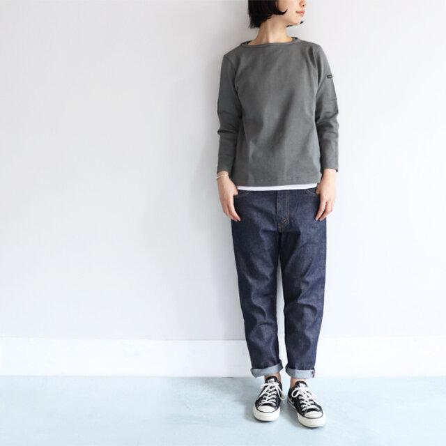 ダークグレー / 0 着用、モデル身長:164cm  シンプルなデニムにも、スカートにもマッチ◎。ゆったりすぎずタイトすぎない程よいサイズ感で、着回しの効くベーシックアイテムです。