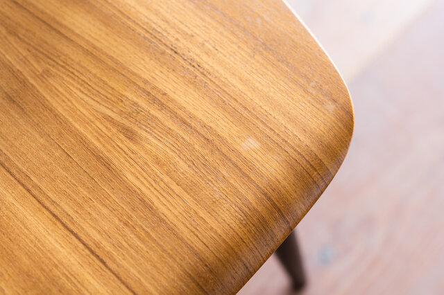 塗装の都合上、座面に一部色落ちが見られる場合がございます。