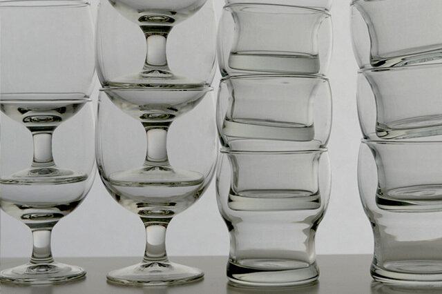 ガウディのグラスは写真のようにスタッキングできます!収納するのにとても便利。 (写真は一例です。重ね過ぎにご注意下さい。) なんと食洗機OKです!ガンガン洗ってガンガン使って下さい♪ (40度以上の温度差に弱いので、熱湯など入れないで下さい。電子レンジも使用不可です。) 素材のソーダガラスは、長期間の使用に耐える事が出来ますので長くお使いいただけます。 ガウディは毎日使いに嬉しい要素が満載です!