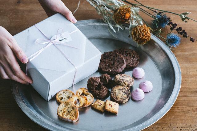バレンタイン焼き菓子セット チョコラスクや絞りチョコクッキー、チーズクッキーなど6種類が入った詰め合わせセットです。