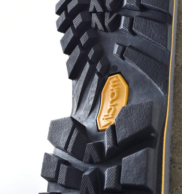 摩擦力と耐久性のバランスを追及しており、濡れた岩場や泥でぬかるんだ悪路で真価を発揮します。