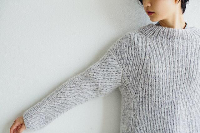 編み地を編み進めるのはもちろん、形の異なる前後身頃と、袖の編み地を〝はぐ〟作業も楽しむことができますよ。