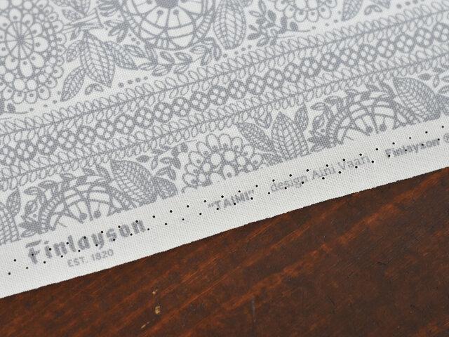 インテリアやお子様の園グッズなどにも使いやすい綿100%のオックス生地です。デザインはフィンランドですが、生地は日本で製造されています。こちらは商用利用不可となっておりますのでご注意ください。