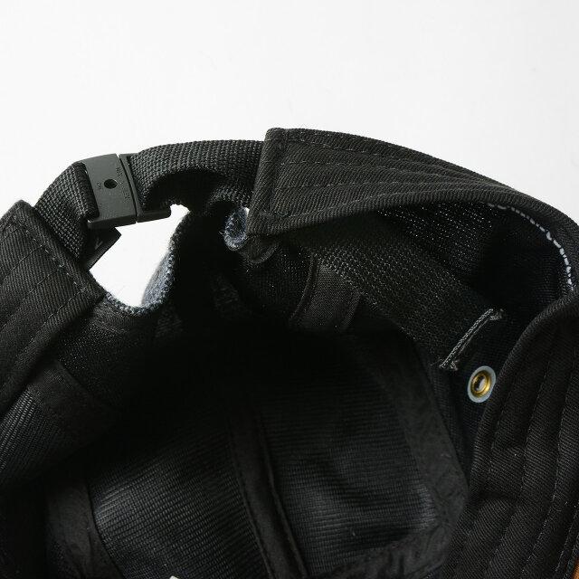 テープバックルで簡単にサイズ調整が可能。余ったテープは内側に収納できるため快適な着用感です。