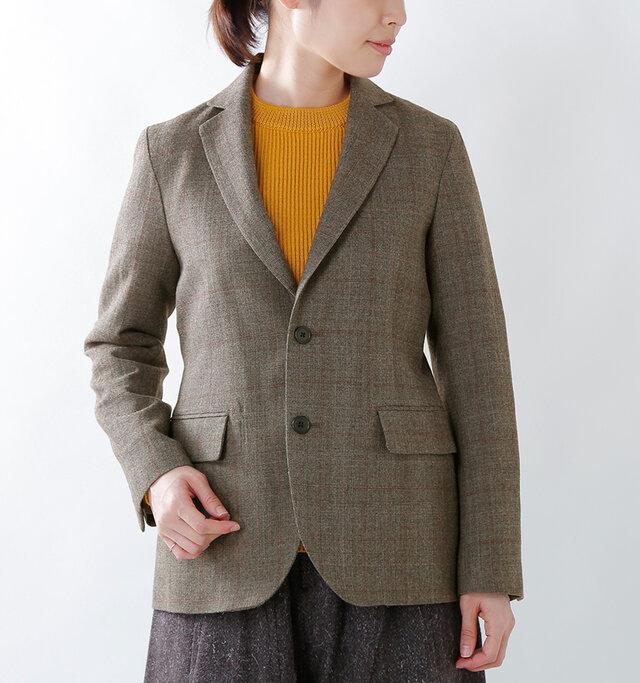 今シーズンのキーワードのひとつ「トラッドスタイル」を取り入れるのにピッタリのジャケットが届きました。上質なウールを使用し、軽やかに仕上げられた一着。ブラウスやニットの上にさらりと着るだけで、一気にこなれた印象に見せてくれます。