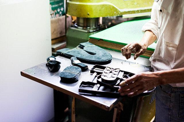 長きにわたって培われている靴職人のこだわりがつまっています。