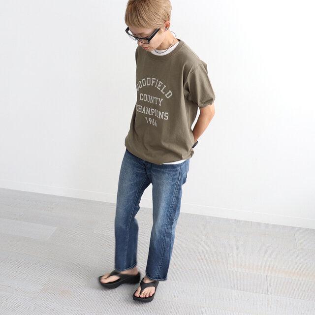 カーキブラウン (×ペールベージュロゴ) / L 着用、モデル身長:158cm あえてゆったりとLサイズ着用