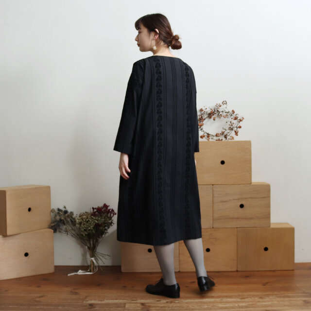 ブラック着用、モデル身長:162cm