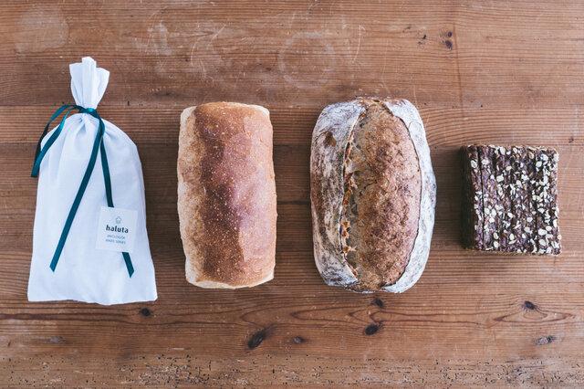 シュトレンと食事パン、黒パン入りスペシャルセット:左からシュトレン、フランスクブロ、ブロ、黒パン ※ブロは、写真より若干小さめのサイズでのお届けとなります。