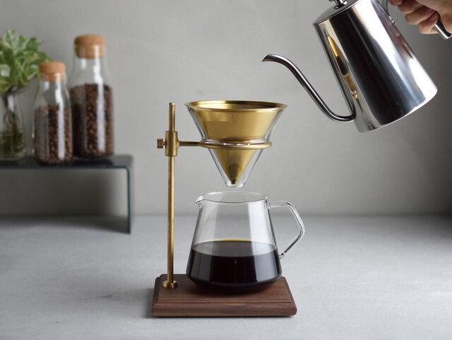 ハンドドリップコーヒーをよりゆったりと、スローな時間を、さらにこだわって愉しみたい人におすすめのブリューワースタンドセットです。