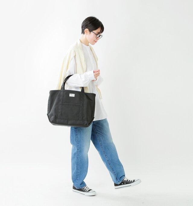 model saku:163cm / 43kg color : black×black / size : one
