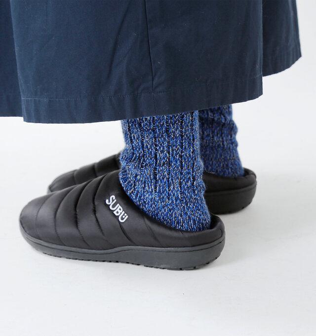 「冬に履くサンダル。」...をコンセプトに作られたSUBUのキルティングサンダル。 ダウンのようなデザインで、素肌に触れる内側は起毛素材。冬でも温かく、素肌にも気持ち良いサンダルです。