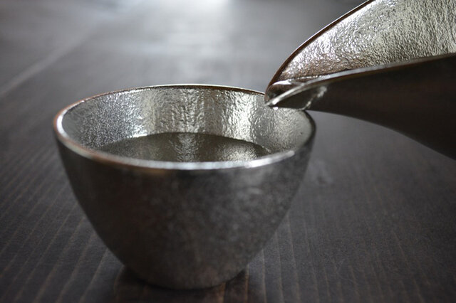 金属でありながらどこか温かみを感じさせる本錫のぐい呑み