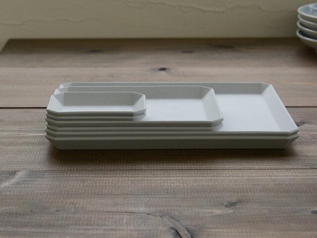 有田焼の確かな技術によって作られた器は、重ねた時にも、隙間なくぴったりと合わさるほどの仕上がり。