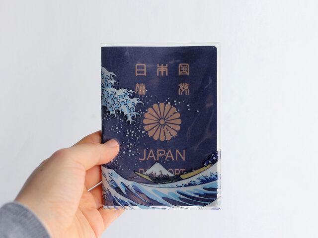5年~10年も使用するパスポート。しっかりと、そしてユーモアたっぷりに守ってくれます。