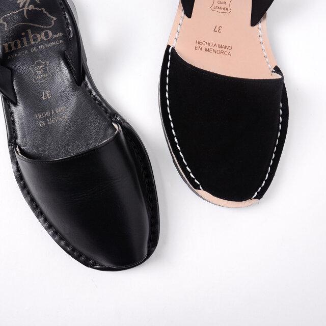 「negro-leather」はキメの細かい柔らかなシボレザー。 スエードレザーとは異なる表情をお楽しみいただけます。