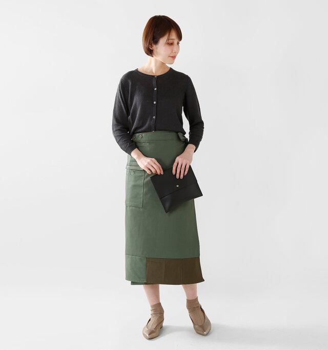 model yama:167cm / 49kg color : black / size : F  ボタンを全て閉じて一枚のニットのように。今らしい着こなし方です。
