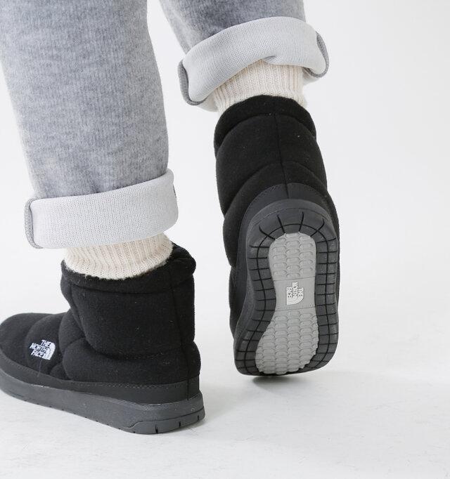 しっかりと厚い靴底は安定感たっぷり。雪道でも安定した歩行をサポートしてくれます。