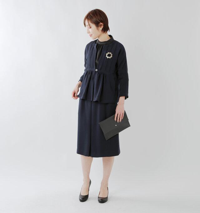 model yama:167cm / 49kg color : navy / size : 40  同素材のワンピースやセットアップで着られるスカートも、シリーズ商品でご用意しています。