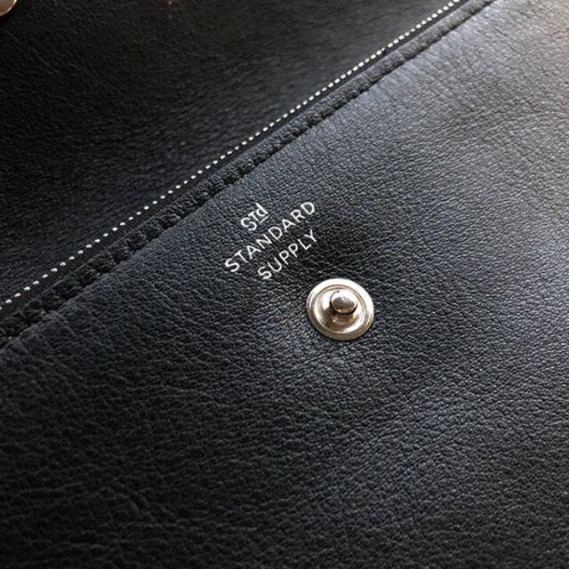 製品には、STANDARD SUPPLYのロゴとMADE IN JAPANをシルバーで箔押ししています。