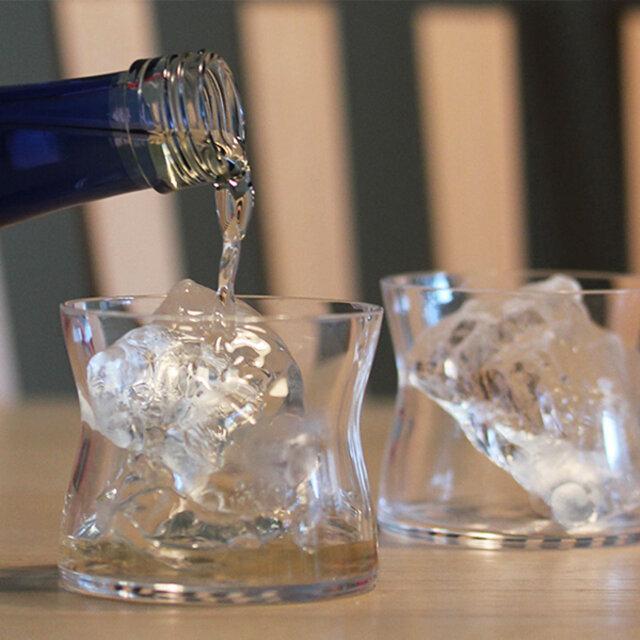 名前の通りワインを飲むことをイメージして作られました。 ワイングラス特徴のステムがないことで、使いやすく普段使いにおすすめ。 フィット感が良いのと飲み口が良いのでワインだけではなく、日本酒・焼酎・梅酒・スコッチ・ウィスキーなどに最適なグラスです。 このフォルムのおかげで、気取らずカジュアルなのにスタイリッシュに晩酌が楽しめます。