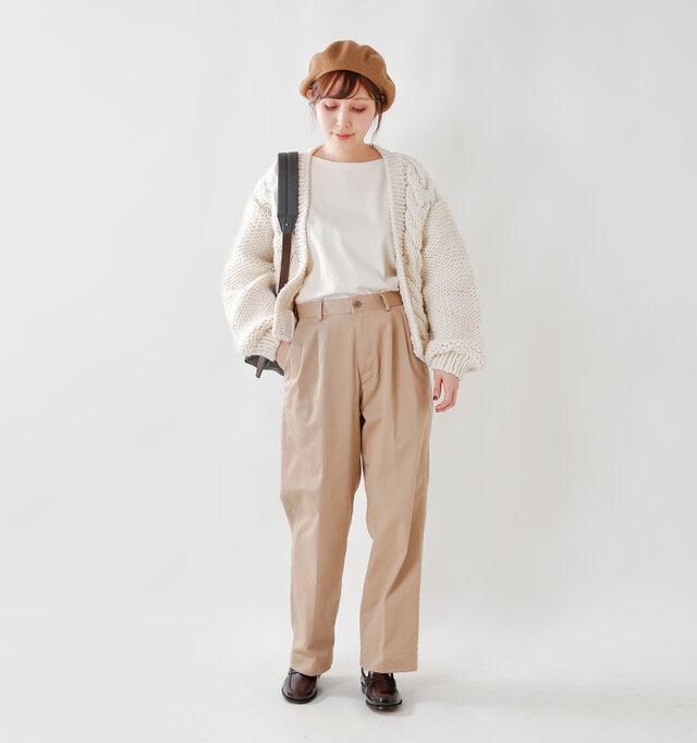model yama:167cm / 49kg color : ecru / size : F   装飾と言えるものがないほどシンプルなデザインなので、流行に左右されず長く愛用できます。