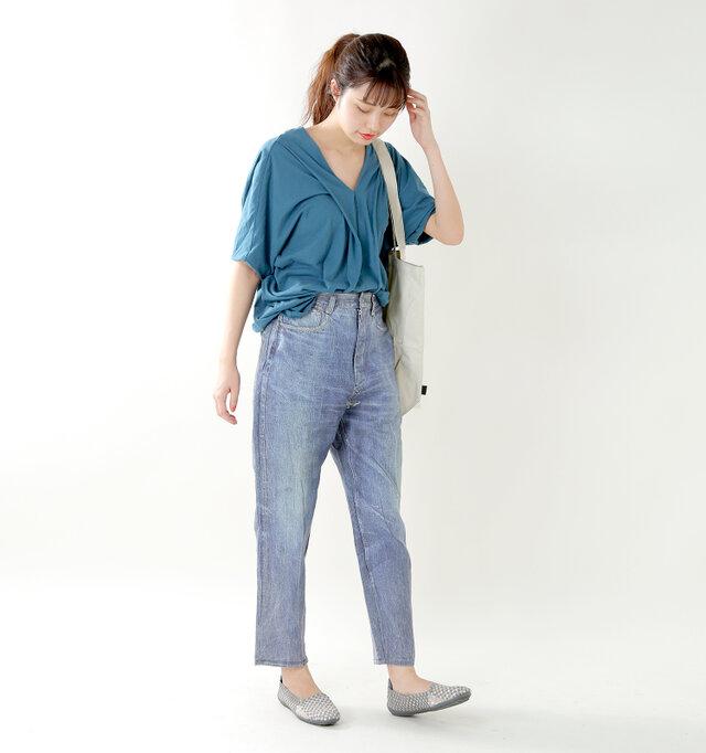 model kanae:167cm / 48kg color : gray / size : 38   無駄のないフォルムはスタイリッシュで、タウンユースとしてもおしゃれで快適な履き心地が堪能できます。