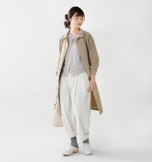 model kanae:167cm / 48kg color : light gray / size : F  肌寒い時にはサッとコートを羽織って。重ね着で調整できる薄さなので使い勝手がいいですね。