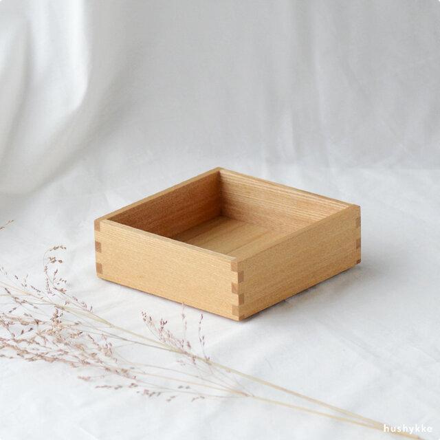 追加用の身一段。おもてなしやお茶会の器として使うこともできます。  重箱はすべて同じ工程で制作しているので、後から追加でご購入いただいても違和感なく合わせていただけます。
