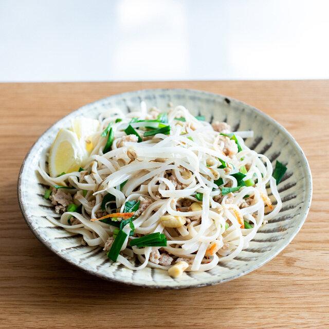 細麺は味付けがよく絡むので野菜たっぷり合わせてさらにボリューム満点。