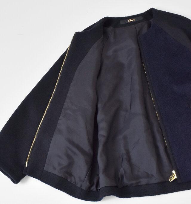 裾までしっかりと裏地が施されているので、もたつかずにサラリと着用できます。