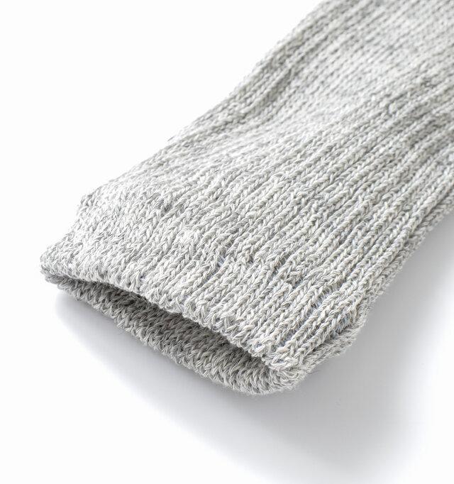 かかと以外リブ編みになっており、厚みがある伸縮性のある履き口で足にフィットします。