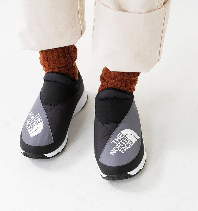 アッパーにデザインされた着物の前合わせがさりげなくも誇らしい日本の文化を象徴しています。 全6色の展開なので、色違いで揃えて片足ずつ色を変える、なんていうのもオシャレですね。
