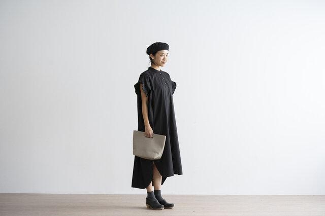ブラック着用(モデル身長160cm)