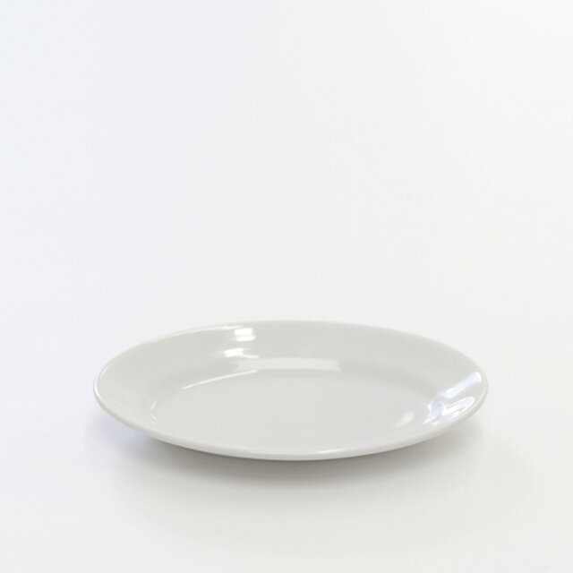 25㎝は、デザートやおかずなど、何にでも使える使い勝手のよいサイズ。