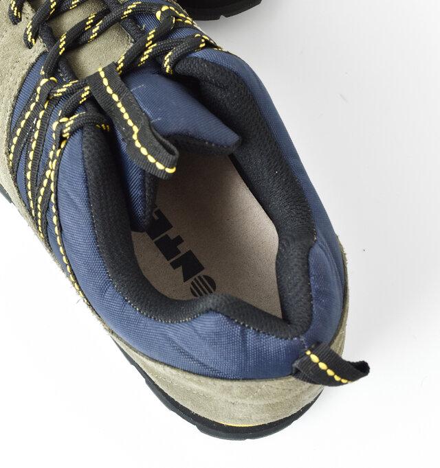インソールはクッション性があり、履き口もしっかりと厚みのあるクッションで足の疲れを軽減。